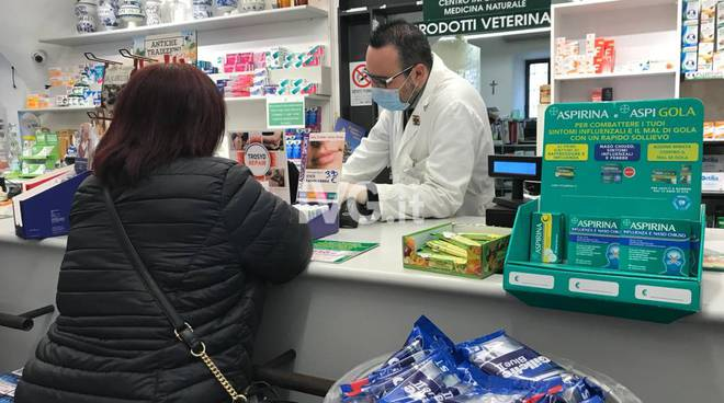 Mascherine ai farmacisti