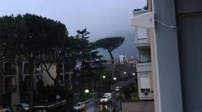 """Neanche la pioggia ferma Piano di Sorrento. Il flash mob con """"Vincerò"""""""