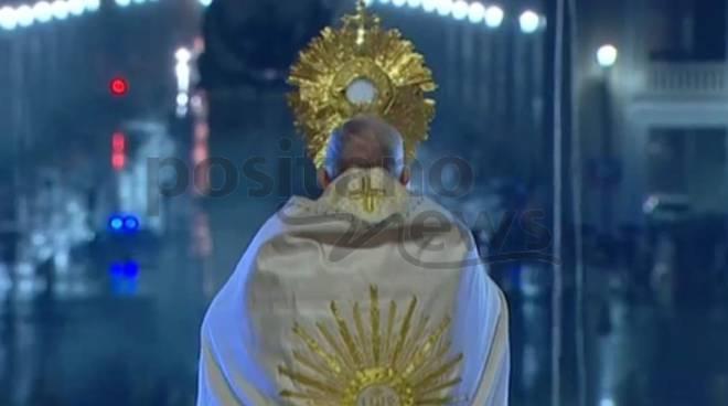 """Papa Francesco: """"'Svegliati Signore!', non lasciarci in balia della tempesta"""""""