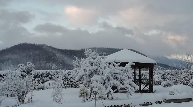 Cade la neve nelle province di Avellino e Benevento. Risveglio innevato per i cittadini