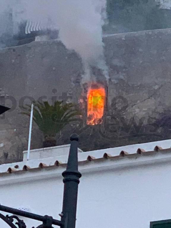 Positano. Incendio in una casa