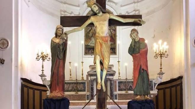scala crocifisso altare maggiore