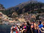 turisti costiera amalfitana