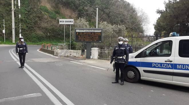 Vico Equense. La Polizia Locale ferma due minorenni su un motociclo