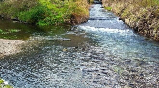 Allacci abusivi e condotte con scarichi nel fiume Sarno, blitz delle guardie giurate