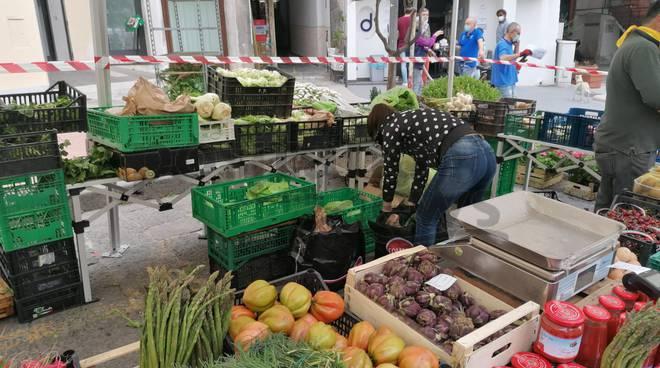 Amalfi, il primo mercato settimanale dopo il coronavirus
