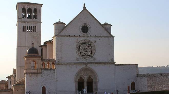 """Assisi. Stasera alle 21 """"5 minuti con Maria"""": diretta con Padre Enzo Fortunato"""