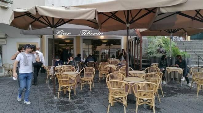 Capri. Dopo il forzato lockdown finalmente riaprono i bar della Piazzetta