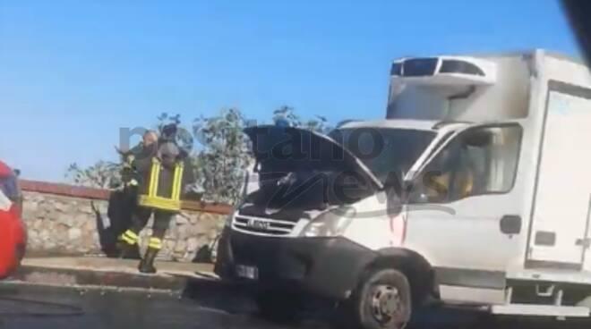 furgone in fiamme statale sorrento