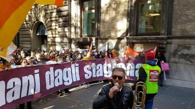 protesta lavoratori stagionali