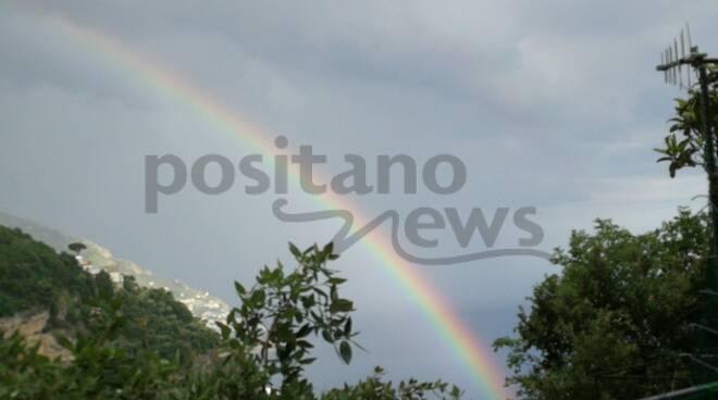 L'arcobaleno abbraccia Positano