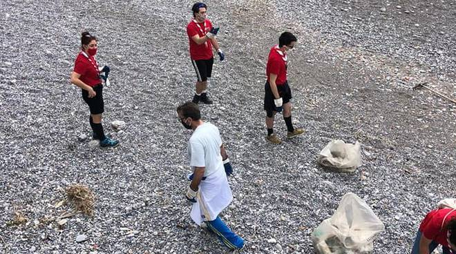 minori agesci pulizia spiaggia