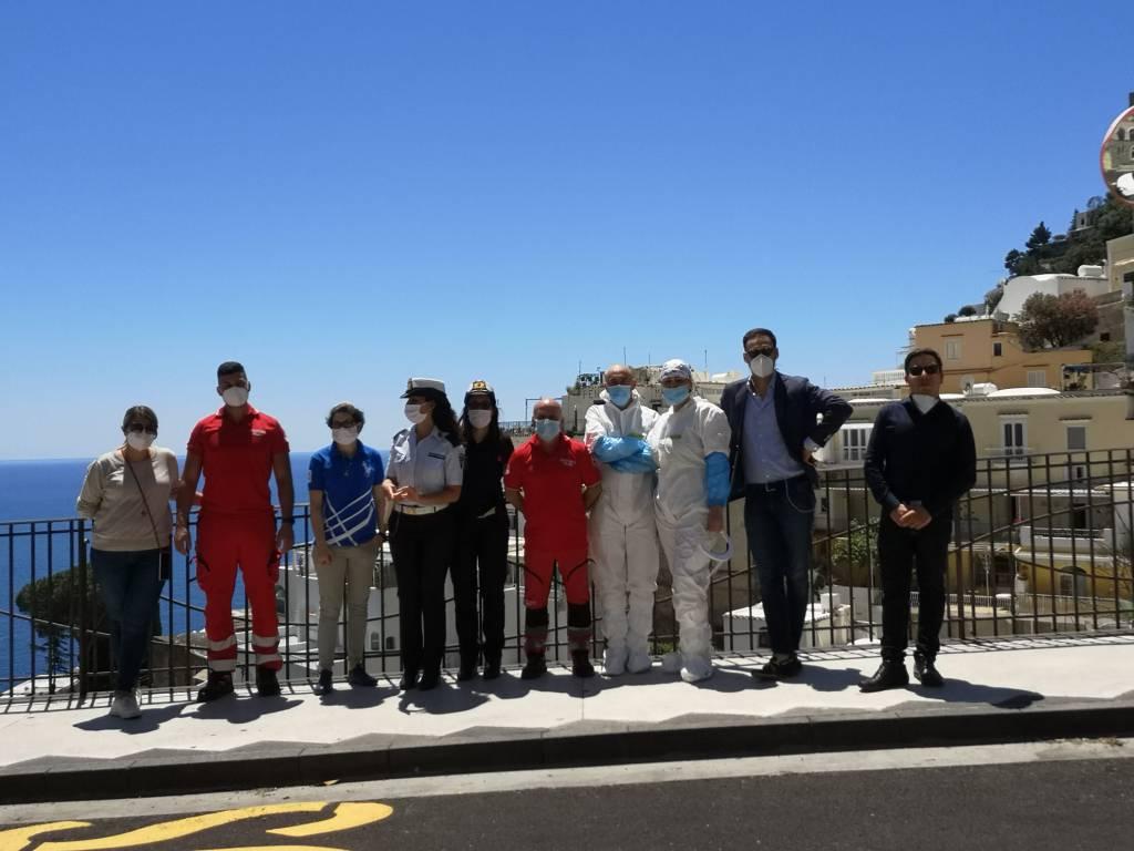 Screening a Positano, in coda per i tamponi al Polo ambulatorio: eseguiti 200 test