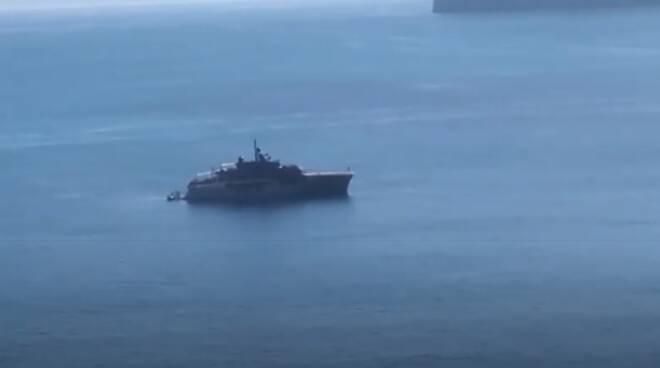 Atlante: uno dei primi yacht ad arrivare a Sorrento