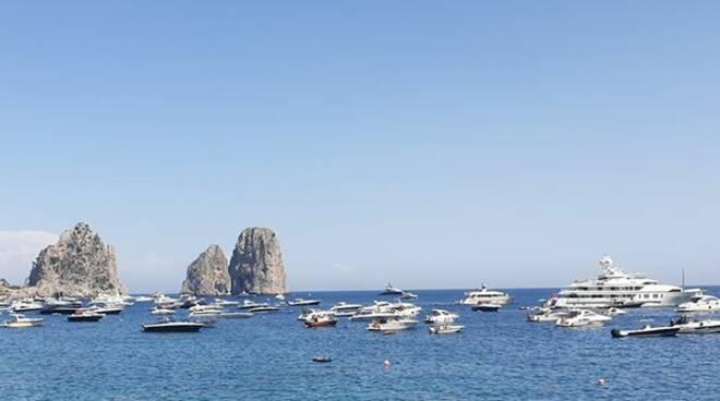 """Capri. La denuncia di Silvio Staiano: """"150 barche in 100 metri"""""""