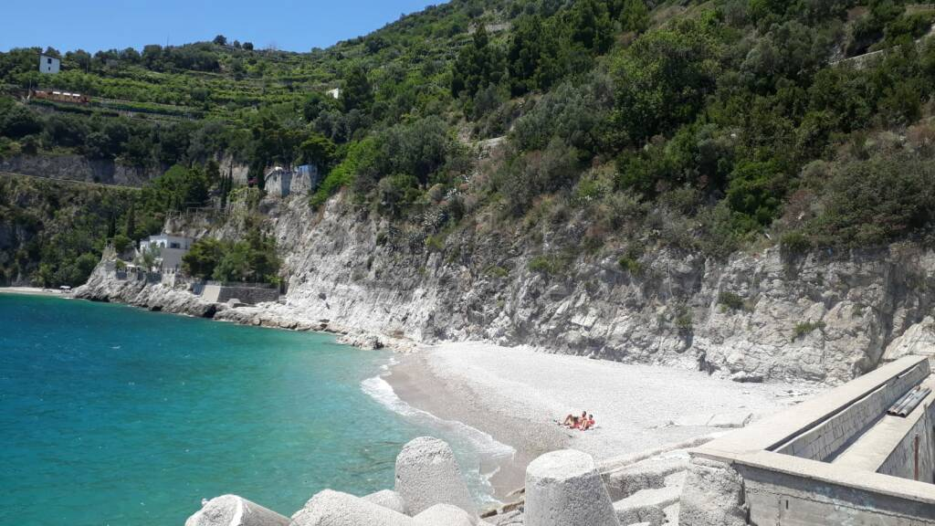 cetara spiaggia vuota