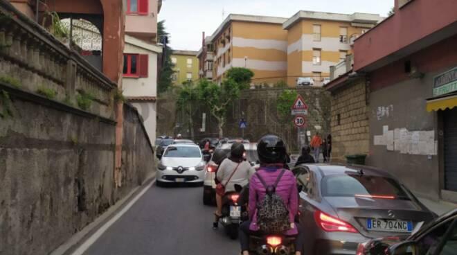 Giornata di caos in Costiera Amalfitana e Penisola Sorrentina: non è questo il turismo che vogliamo