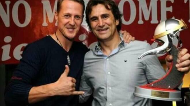 Il video commovente di Zanardi e Schumacher, insieme ai Caschi d'Oro