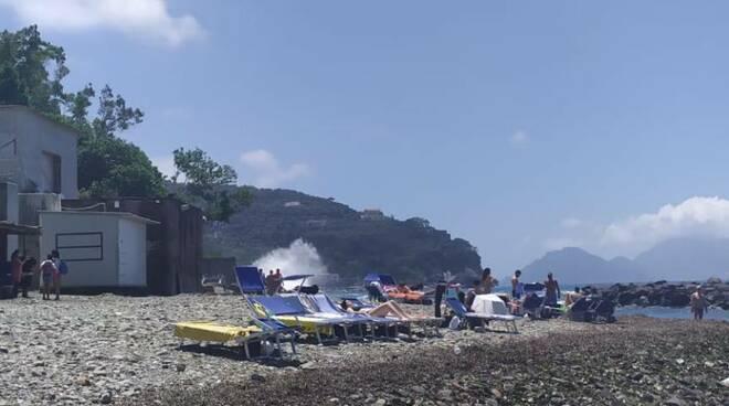 massa lubrense turisti e residenti cacciati dalla spiaggia
