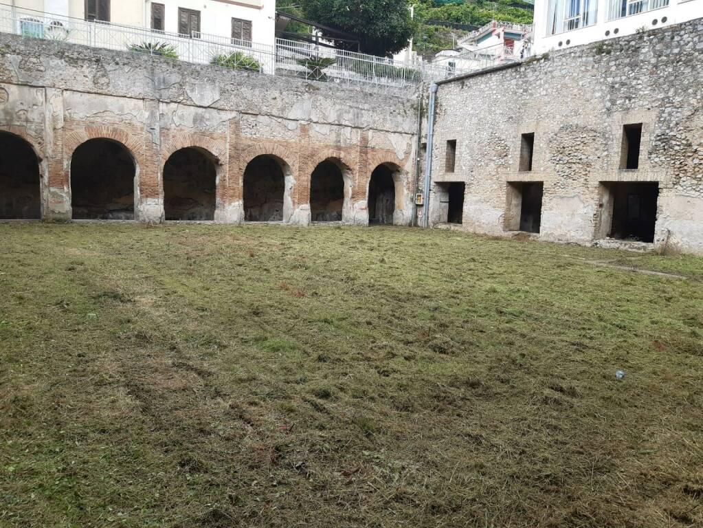 Minori, lavori di diserbo alla Villa Marittima Romana