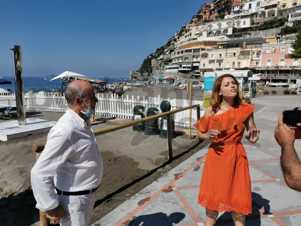 Positano, Uno Mattina in Spiaggia Grande con il sindaco De Lucia