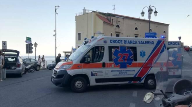 Ravello. Incidente tra scooter ed auto a Castiglione, intervenuti anche i vigili del fuoco