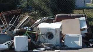 rifiuti ingombranti abbandonati