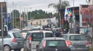 Torre Annunziata. Esplosione di una bomba carta in un concessionario d'auto, la dura condanna del sindaco