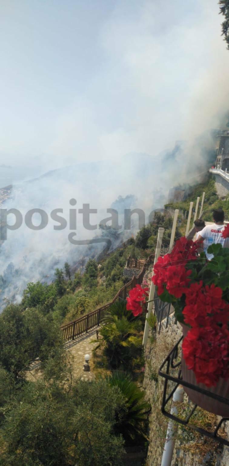 Agerola, incendio a San Lazzaro