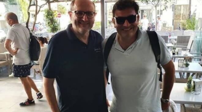 Anche Max Giusti sceglie la Costiera Amalfitana: pausa alla pasticceria Gambardella