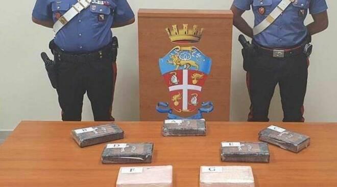 calabria poliziotto castellammare cocaina