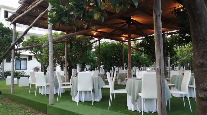 L\'Alpha Garden, oasi di convivialità e arte culinaria a Sant\'Agnello