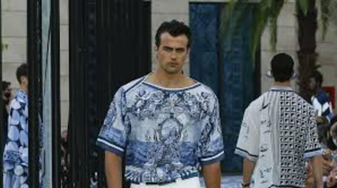 La collezione primavera-estate maschile di Dolce & Gabbana è ispirata al mare di Sorrento
