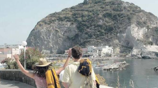 Caso di Covid, l'ira di Ischia: «Porti e navi senza regole»