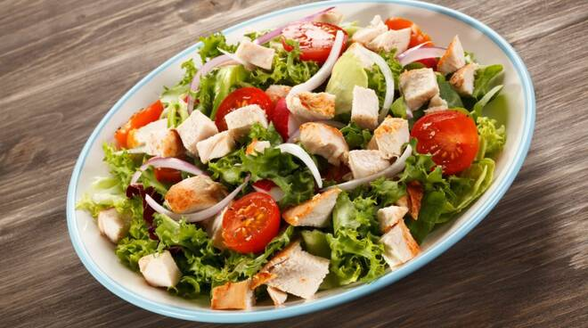 Come preparare a regola d'arte l'insalata di pollo!