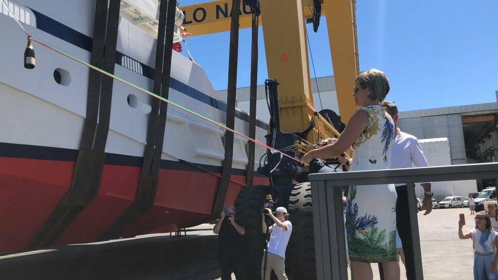 Da Cetara a Viareggio. Varato il catamarano da pesca di casa Pappalardo