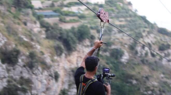 Furore, il volo dell'angelo delle telecamere Rai alla Zipline di Furore