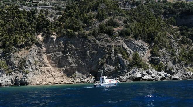 guardia costiera sul luogo frana in mare laurito