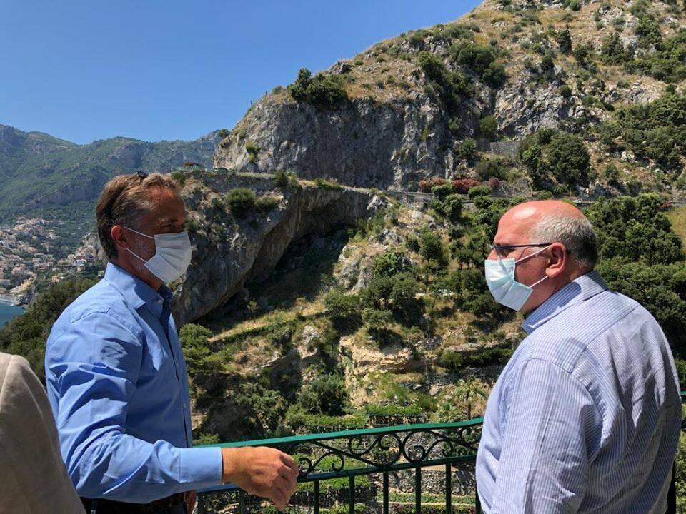 I più importanti hotel e ristoranti della Costiera Amalfitana si uniscono per raccogliere fondi per il vaccino
