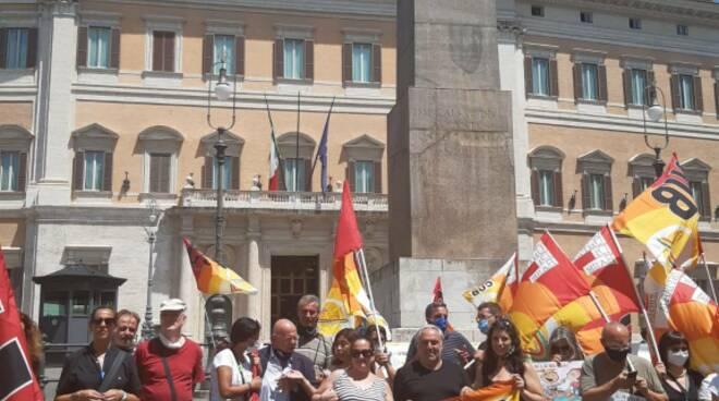 La manifestazione dei lavoratori stagionali a Roma