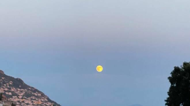 Luna a Positano