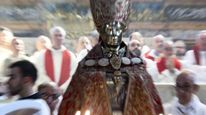 Napoli. «San Gennaro patrimonio dell'Unesco», la benedizione del cardinale Sepe nel duomo