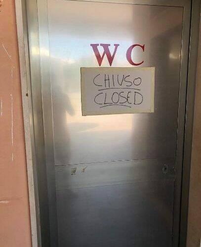 Sorrento. Al parcheggio Achille Lauro bagni chiusi, ascensore bloccato e banca d'acqua fuori funzione
