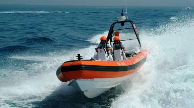Sorrento. Barca in avaria: salvata una famiglia con due minori