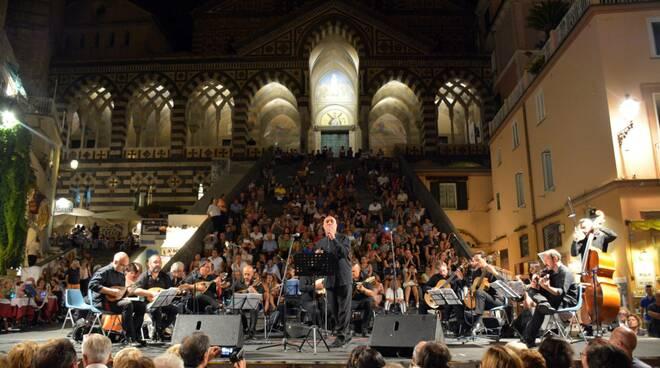 Amalfi. Al via gli eventi estivi. Gran Concerto di Ferragosto con l'Accademia Mandolinistica Napoletana