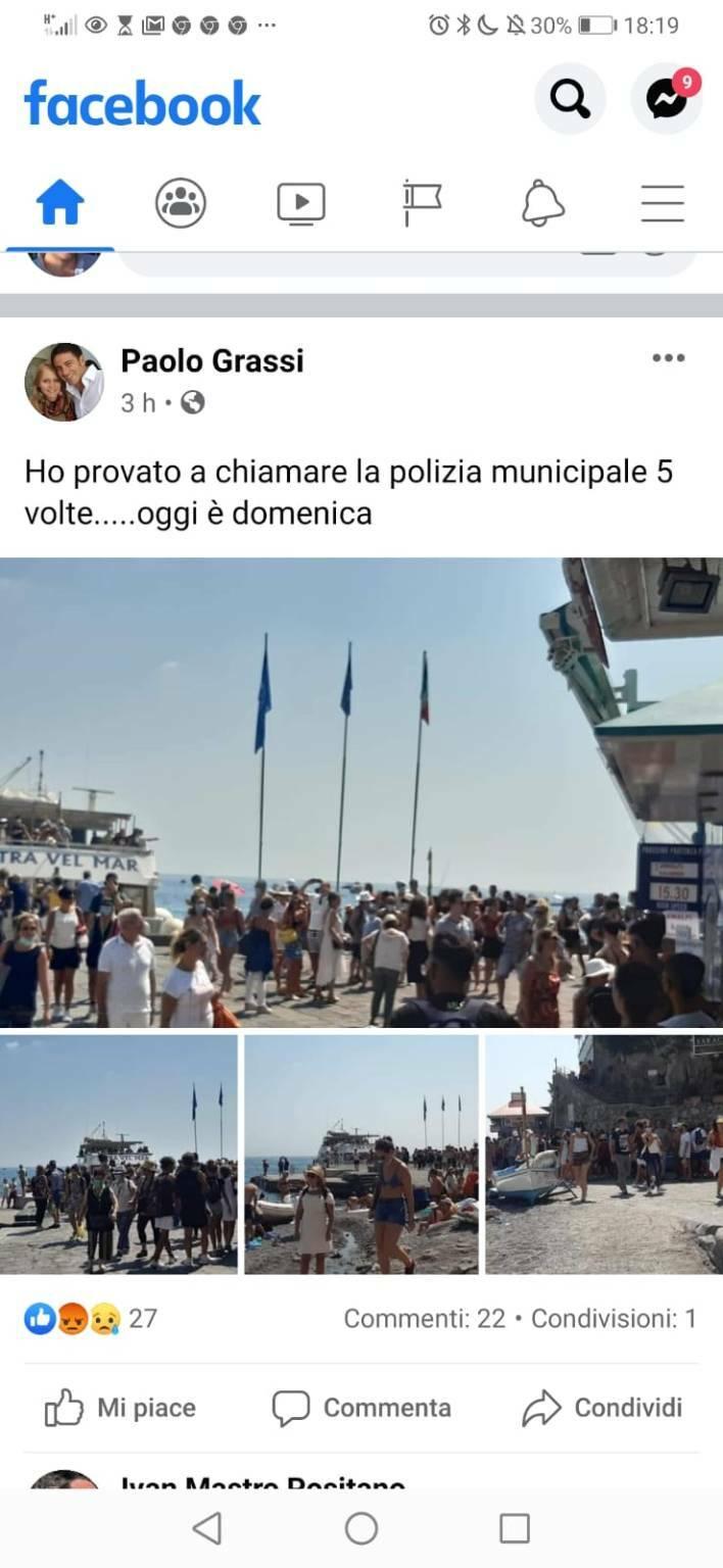 Assembramento al molo di Positano: il post virale di Paolo Grassi