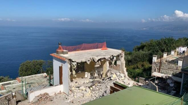 Capri. L'urlo del comitato anti-ruspe: «Bisogna tutelare le famiglie»