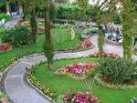 Capri. Panchine del parco occupate dalla storia