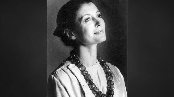 Auguri a Carla Fracci, la signora della danza premiata a Positano ...