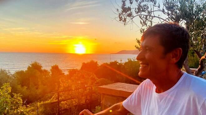 Gianni Morandi in vacanza nel Cilento: giorni di relax ad Acciaroli